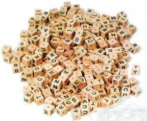 Bataille de lettres, dans Mes envies de dire, zoom-323068-des-en-bois-lettres-de-l-alphabet-300x248